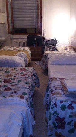 Hotel Ottaviani: Poco espacio, hay que pasar alzando la valija
