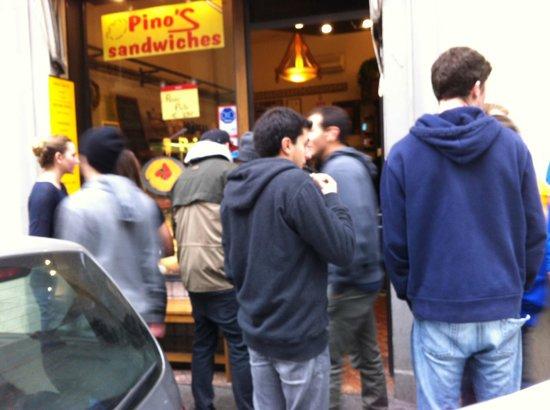 Salumeria Verdi - Pino's Sandwiches: La fila da Pino