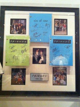 Warner Bros. Studio Tour Hollywood: FRIENDS signed memorabilia
