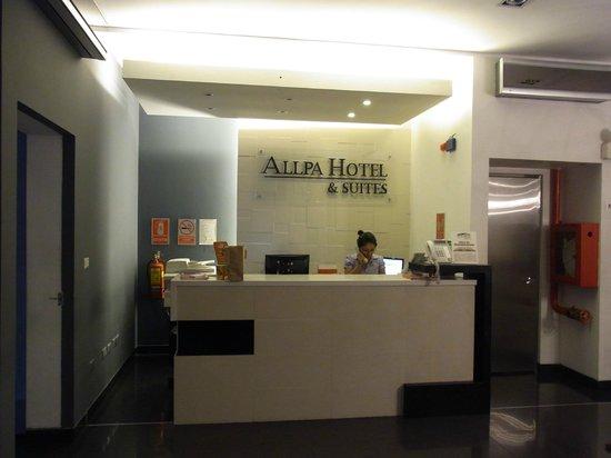 Allpa Hotel & Suites: フロント