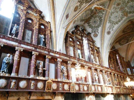 Santuario Beata Vergine Maria delle Grazie: Santa Maria delle Grazie - Interno con i pannelli lignei