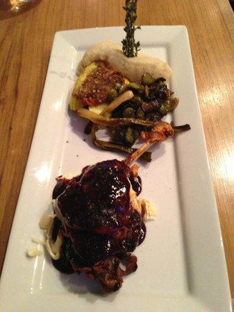 Restaurant Les Pyrenees : Canard w Blackberry Glaze