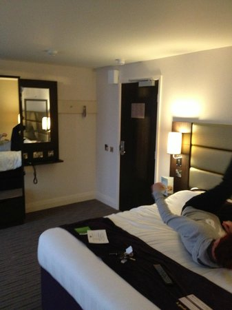 Premier Inn Manchester City Centre (Arena/Printworks) Hotel: clean and large room