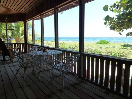 CoCo View Resort: Screened Porch