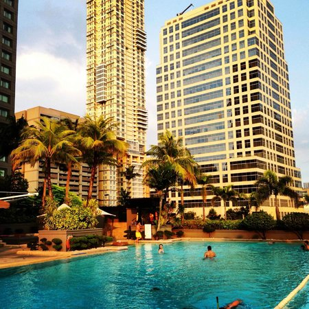 Makati Shangri-La Manila: Swimming pool