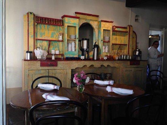 Los Poblanos Historic Inn & Organic Farm: Antique hutch in dining room