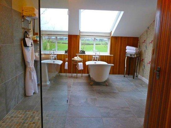 The Cartford Inn: Bath/shower area