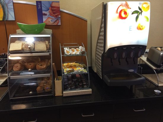 Holiday Inn Express & Suites Tulsa South/Bixby : Breakfast. Muffins, bagels, toast. Juices.