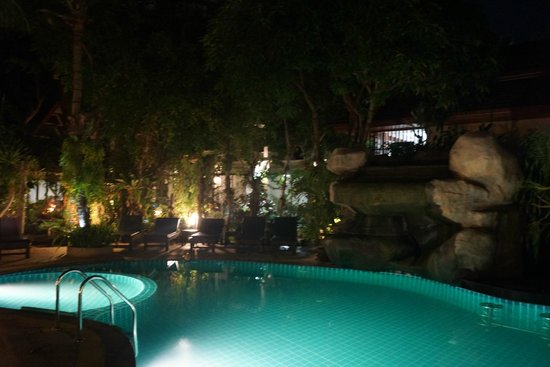 Thai Palace Resort: Hotel Premises and swimming pool