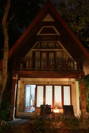 Thai Palace Resort: The Bungalows by Night