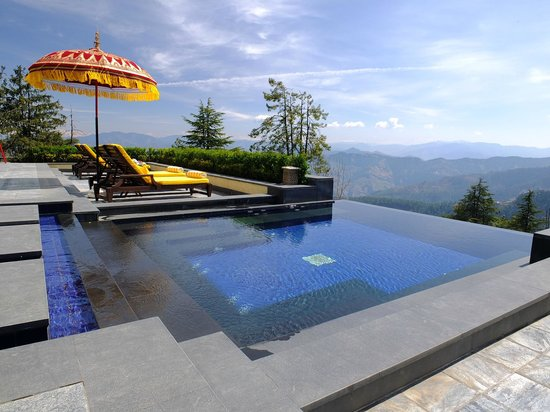 Wildflower Hall, Shimla in the Himalayas: The outdoor infinity pool