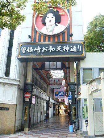 Tsuyunoten Shrine: 「曽根崎お初天神通り」