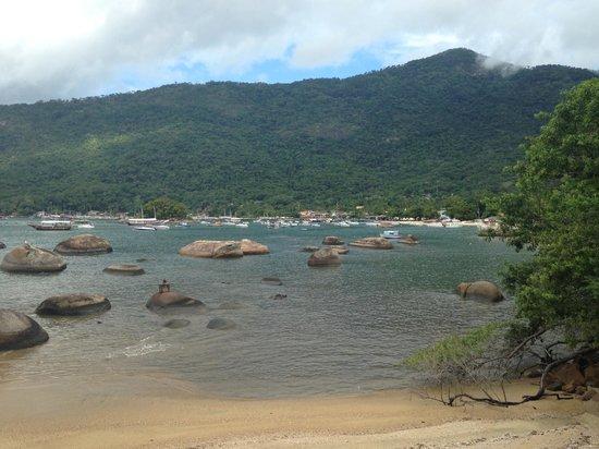 Aratinga Inn: Beach