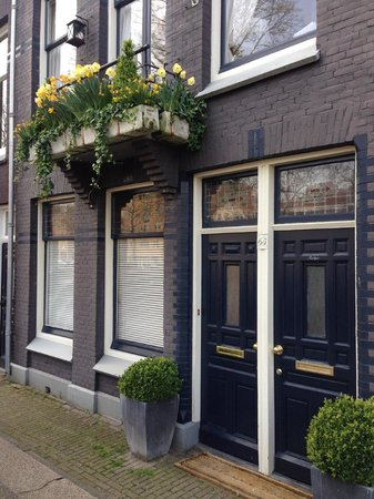 Bed and Breakfast Amsterdam : Just the entrance its beautiful and easy to find.