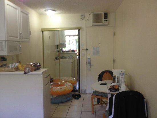 White Sands Hotel: Perfect kitchenette