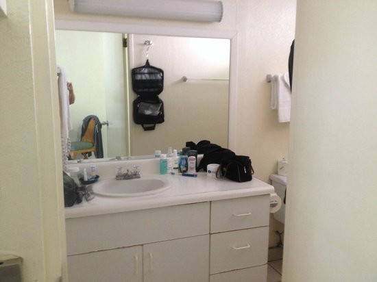 White Sands Hotel: Clean and spacious bathroom