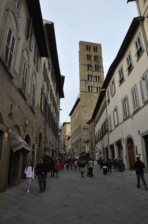 Santa Maria della Pieve: Campanile