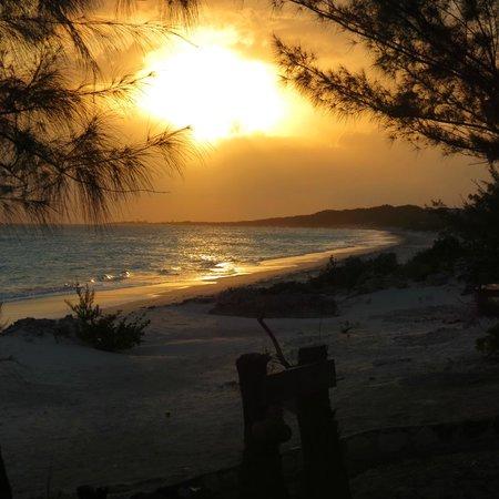 Pigeon Cay Beach Club : Sunset from tiki bar