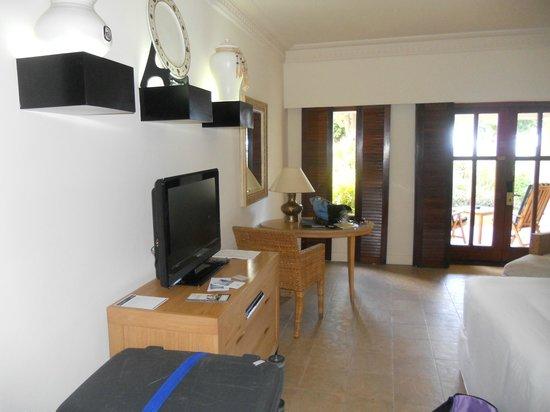 Hilton Mauritius Resort & Spa : Chambre vue de l'entrée