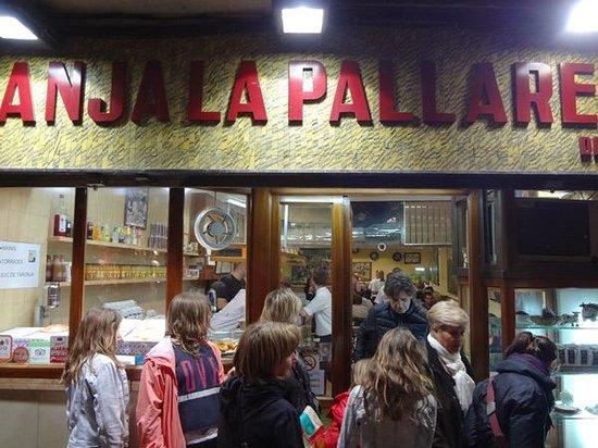 Ciutat Vella: great old tapestry in cuitat vella