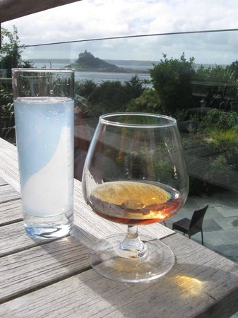 Mount Haven Hotel & Restaurant: Drinks on hotel decking area