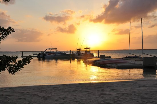 Tiamo Resort: Dock at sunset