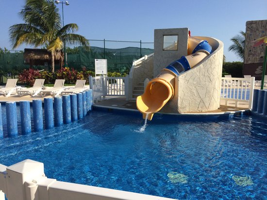 Azul Sensatori Hotel, by Karisma : Kids water slide
