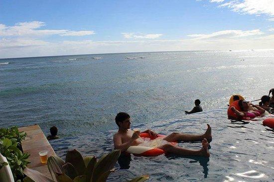 Sheraton Waikiki: Infiniti pool