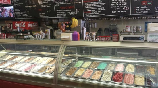 Clear River Pecan Bakery, Sandwiches and Ice Cream: Ice Cream