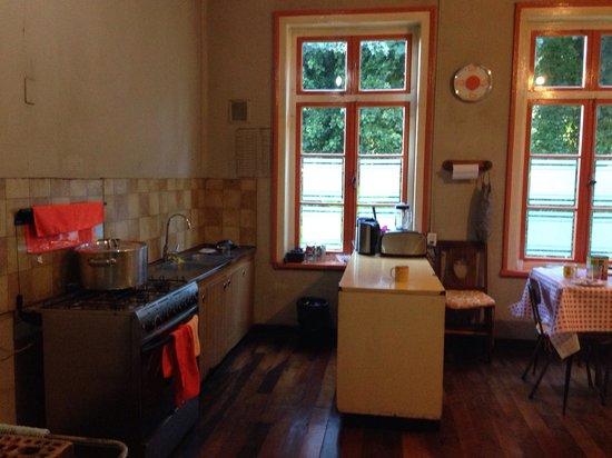 Hostal del Muelle: Kitchen