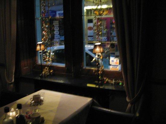 Troubadour: Windows on the Tiensestraat