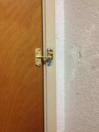 Knights Inn and Suites San Antonio Downtown/Market Square: Broken entry lock