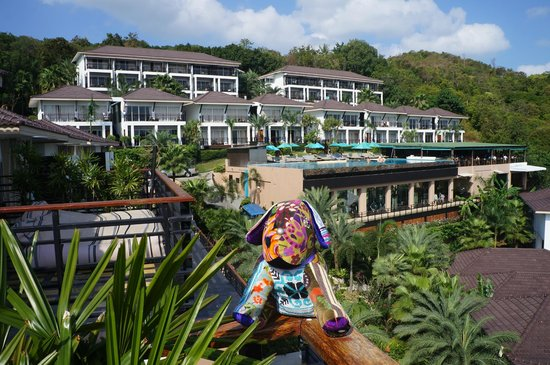 Mantra Samui Resort: Funky dog and hotel view from our terrace