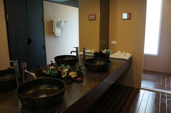 Mantra Samui Resort: Bathroom