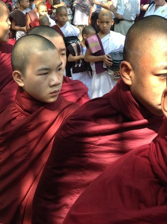 Mahagandayon Monastery : Faces...
