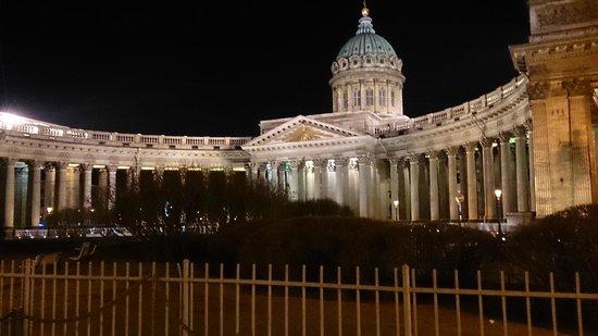 Perspective Nevski : St Kazansky katedrali