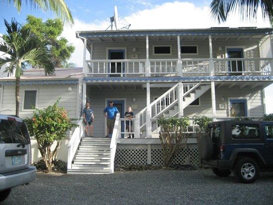 Coconut Coast Villas : Front of our room/building