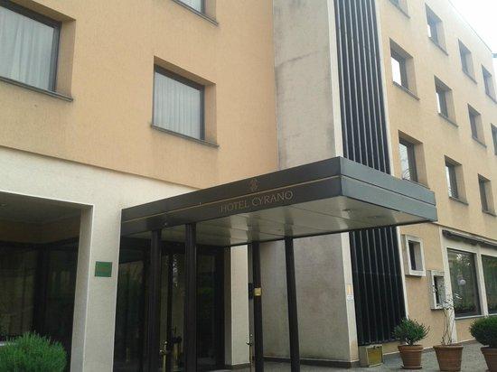 Hotel Cyrano: Entrance