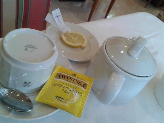Hotel Cyrano: tea@breakfast