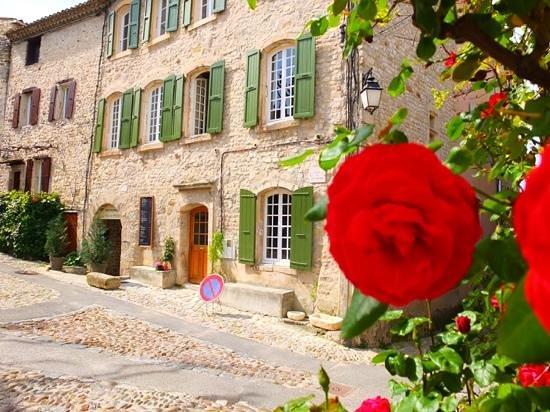 La Maison d'Eglantine Salon de The: Le village