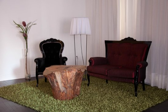 Hotel Chez Swann : Meubles Victoriens