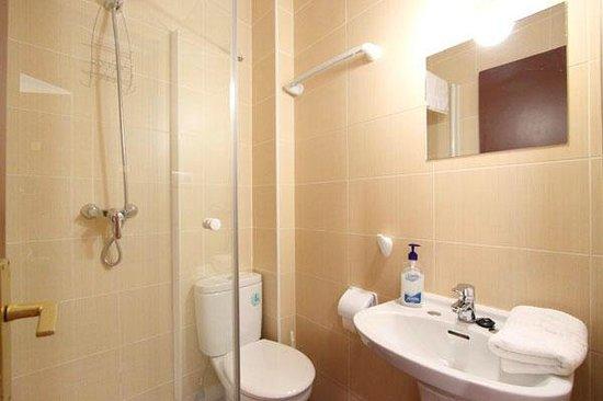 Arjori Rooms Hostal: Baños privados