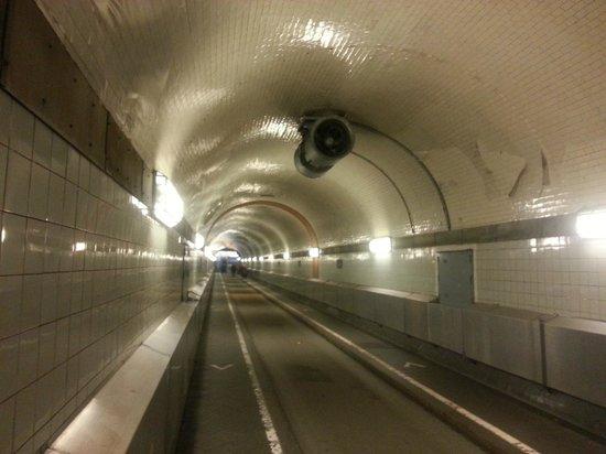 Alter Elbtunnel: Visão de dentro do túnel