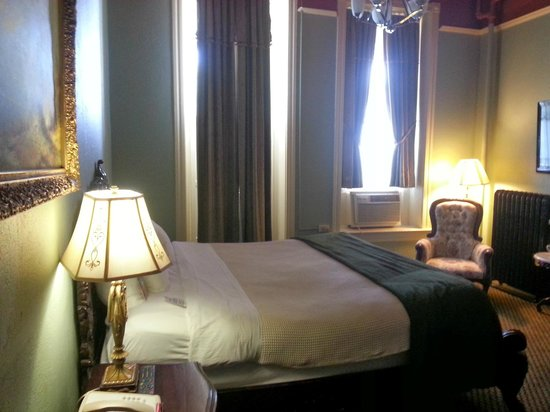 1886 Crescent Hotel & Spa : Picture of our room