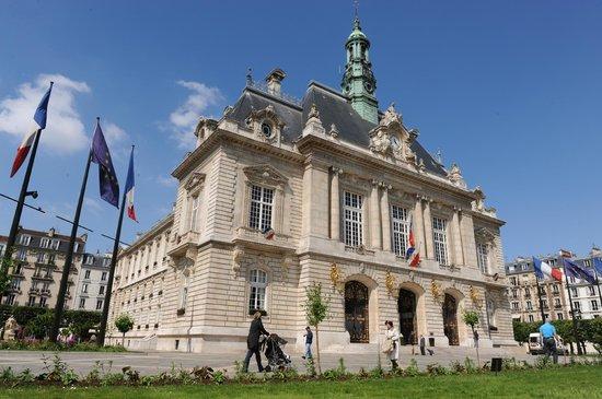 Ibis Paris Levallois Perret : HOTEL DE VILLE