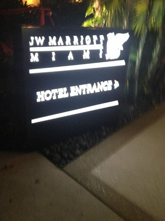 JW Marriott Miami: Entrance of hotel