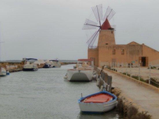 Isola di Mozia (Mothia)/ San Pantaleo: l'imbarcadero, il museo del sale ed il relativo punto vendita