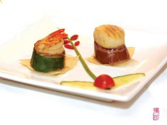 Zen Garden Restaurant : Douceur de noix de Saint-Jacques et de crevette grillées sur lit de courgette et d'aubergine