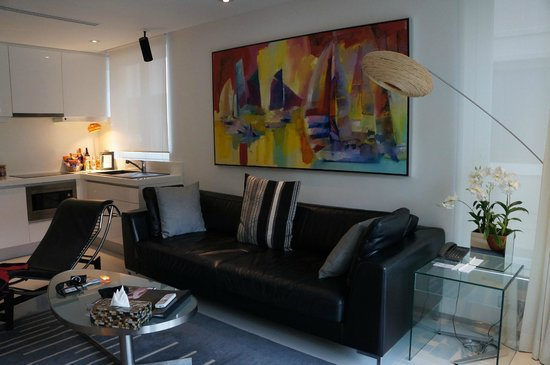 BYD Lofts Boutique Hotel & Serviced Apartments: The living room space
