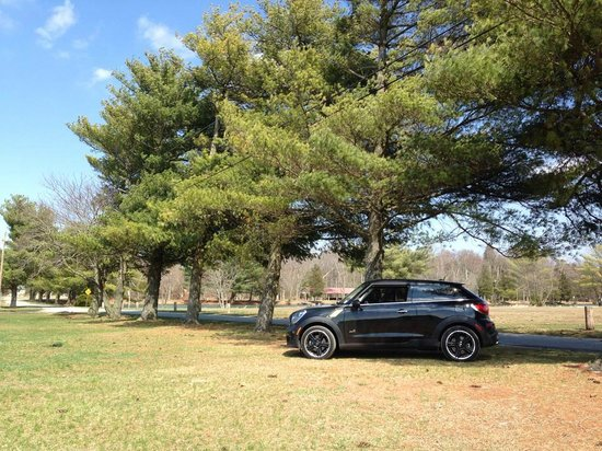 Buena Vista Camping Resort: A photo I took of my MINI in the campsite grounds
